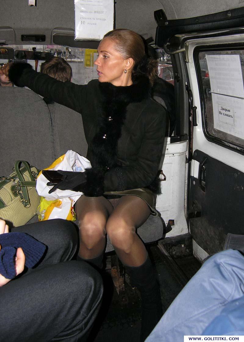 Щупают в автобусе зрелых женщин смотреть онлайн 3 фотография